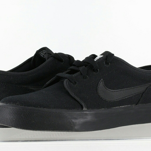 the best attitude 1f4f0 b46e6 Men s Nike Toki Low Sneakers. M 5c020e4203087c366eef3e21